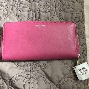 BNWT pink coach wristlet wallet